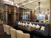 Restaurant moderne de style d'intérieur à l'hôtel Images libres de droits