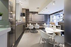 restaurant moderne intérieur photographie stock libre de droits