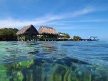 Restaurant over het overzees in Bocas del Toro royalty-vrije stock fotografie