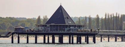 Restaurant in pijler in Heringsdorf in Duitsland wordt gevestigd dat Royalty-vrije Stock Afbeelding