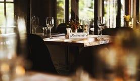 Restaurant refroidissant le concept réservé de mode de vie chic Image stock
