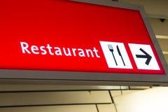 Restaurant richtingteken in luchthaven stock foto's