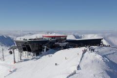 Restaurant rotunda et moderne sur la crête de Chopok à 2004 m, Tatra bas M Images stock