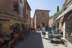 Restaurant in Roussillon, Frankreich Stockbilder