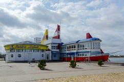 Restaurant Santa Maria auf Ufern des See-Heiligen in Mogilev Stockbilder
