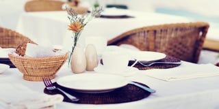 Restaurant-Speisetisch-Einrichtungs-Servicekonzept stockbild