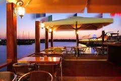 Restaurant sur la marina. Images libres de droits