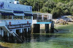 Restaurant sur la plage dans Portinho, Portugal Photos libres de droits