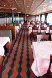 Restaurant sur le bateau de croisière. Photo stock