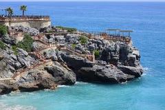 Restaurant sur une falaise Image libre de droits