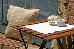 Restaurant table outdoors Royalty Free Stock Photos
