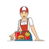 Restaurantarbeider die snel voedselmaaltijd dienen De vrouwen stelt voor om de orde te krijgen Stock Foto