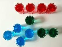 Restaurantbar-Bistroschüsse färben rotes blaues Grün Stockfotos