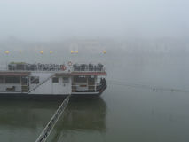 Restaurantboot auf dem Fluss Lizenzfreie Stockbilder