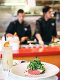 Restaurantchefs in einer Küche Lizenzfreies Stockfoto