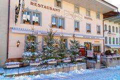 Restaurante acogedor en el pueblo suizo Gruyeres Fotografía de archivo