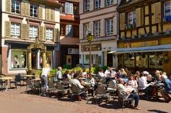 Restaurante acolhedor no centro histórico Colmar, France fotos de stock royalty free