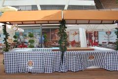 Restaurante al aire libre Imágenes de archivo libres de regalías
