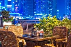 Restaurante al aire libre de la ciudad Foto de archivo libre de regalías