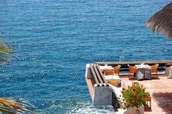 Restaurante ao ar livre com uma vista em Oceano Atlântico Fotos de Stock Royalty Free