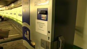 Restaurante automático do bilhete de estacionamento vídeos de arquivo