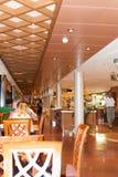 Restaurante a bordo del barco de cruceros Fotos de archivo libres de regalías