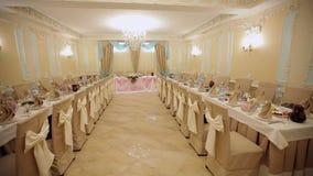 Restaurante brillante hermoso para el banquete de boda almacen de video