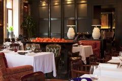 Restaurante caro interior bonito Imagem de Stock Royalty Free