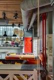 Restaurante com cozinha aberta Imagens de Stock