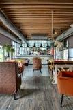 Restaurante com cozinha aberta Foto de Stock Royalty Free
