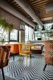 Restaurante com cozinha aberta Imagens de Stock Royalty Free