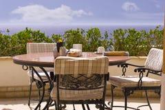 Restaurante com opinião do mar Imagem de Stock Royalty Free