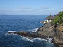 Restaurante con la opinión de océano fotografía de archivo
