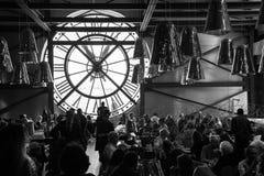 Restaurante con la ventana del reloj en el museo de Orsay Imagen de archivo libre de regalías