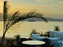 Restaurante costero en la salida del sol, Eilat, Israel Fotografía de archivo