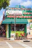 Restaurante cubano típico en la 8va calle en Miami Imágenes de archivo libres de regalías