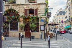 Restaurante de Au Porto du Salut em Paris foto de stock