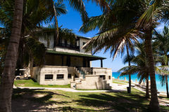 Restaurante de Cuba com área verde em havana na praia Foto de Stock