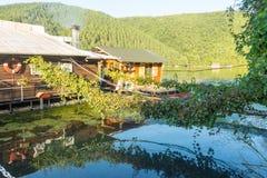 Restaurante de flutuação em Moravia ocidental, Sérvia Imagens de Stock