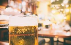 Restaurante de la cerveza de Izakaya del japonés con el fondo Foto de archivo libre de regalías
