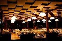 Restaurante de la noche en hotel de centro turístico Fotos de archivo