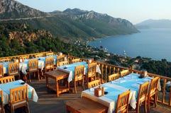 Restaurante de la terraza del aire abierto para arriba en la colina Foto de archivo libre de regalías