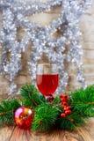 restaurante de las copas de vino del día de fiesta Año Nuevo con la copa de vino Imagenes de archivo