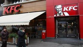 Restaurante de los alimentos de preparación rápida de KFC (pollo frito de Kentucky) Fotografía de archivo libre de regalías