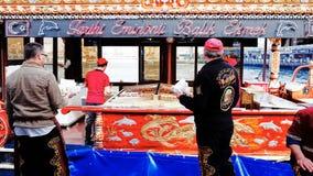 Restaurante de los kebabs de la caballa en el distrito de Eminonu Fotografía de archivo libre de regalías