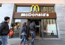 Restaurante de McDonald's Imagen de archivo libre de regalías