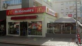 Restaurante de McDonald's almacen de metraje de vídeo