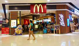 Restaurante de McDonalds fotografia de stock royalty free
