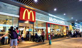 Restaurante de McDonalds imagem de stock