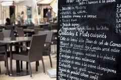 Restaurante de París con el menú Fotografía de archivo libre de regalías